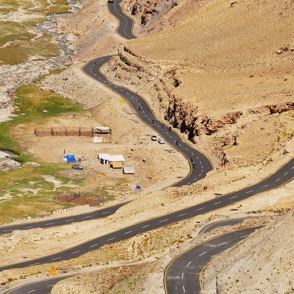 The most famous serpentine road, the Gata Loops with 21 hairpin bends.